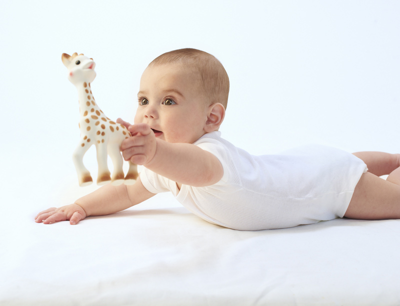 zyrafa-sophie-dziecko