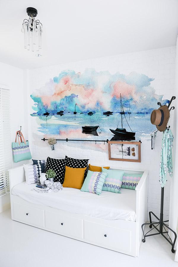 Morskie inspiracje we wnętrzach, tapeta z łódkami, marynistyczne aranżacje, morskie inspiracje