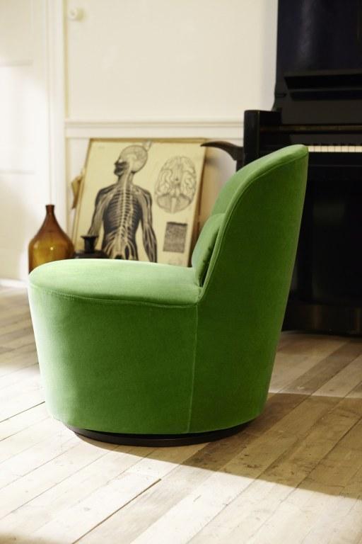 wnętrza i meble w stylu lat 50 i 60, fotel pluszowy, fotel Ikea Stockholm