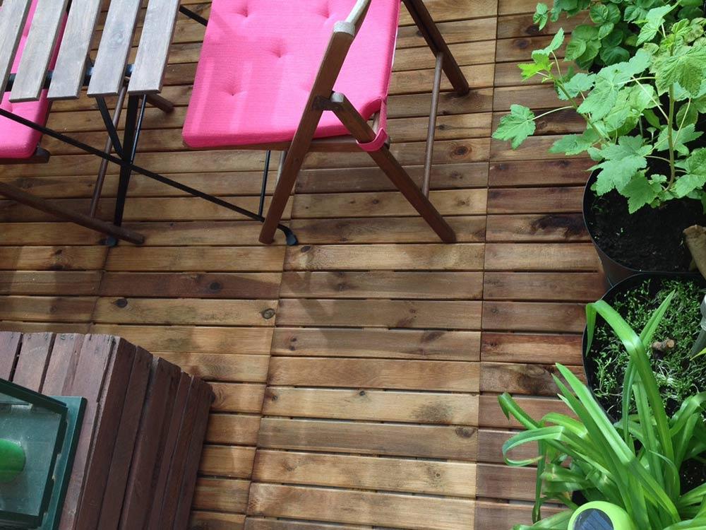 drewniana podłoga na balkonie DIY, jak położyć drewnianą podłogę na balkonie