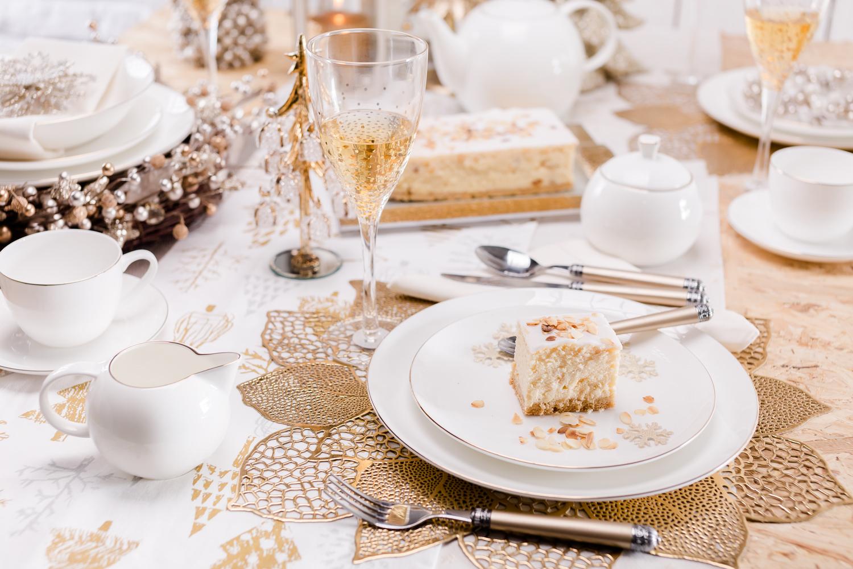 tradycyjne aranzacje swiateczne, biało-złote aranżacje bożonarodzeniowe
