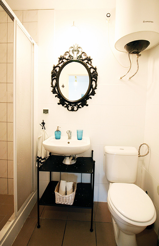 malowanie płytek, malowanie płytek DIY, metamorfoza łazienki bez remontu